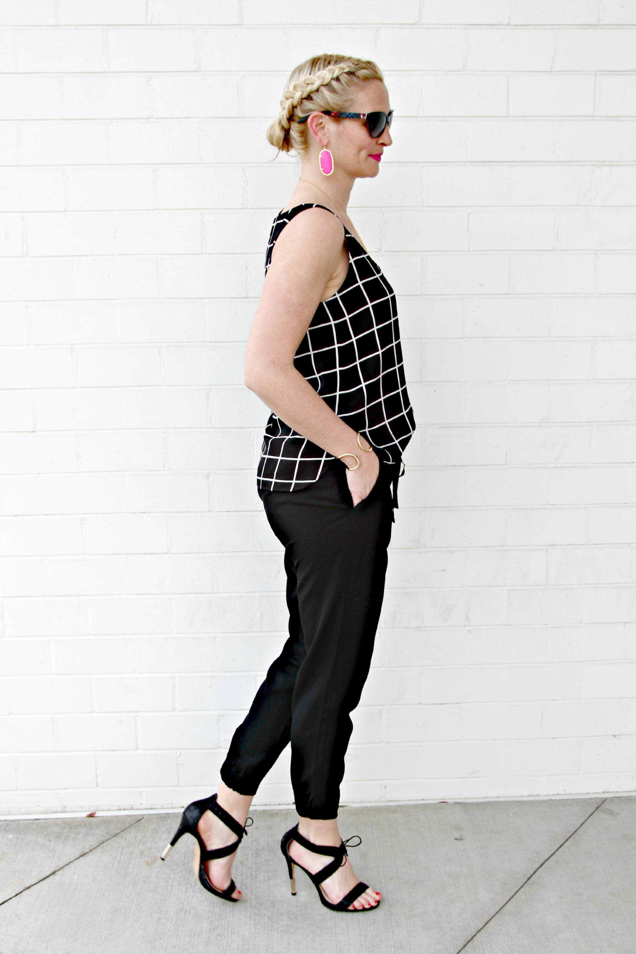 The Chic Series Black White And A Pop Of Hot Pink