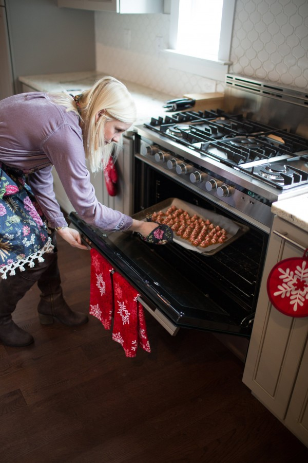 Hannah makes pretzel hugs in the kitchen, kids crafts, hershey, holiday dessert, milk and cookies