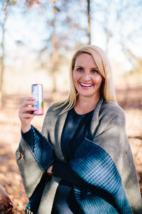 Blogger Kate Brennan of Dress Your Guests enjoys Seven Daughters Moscato, little girls, Seven Daughters, poncho, mom style, mom life, fashion blogger, picnic